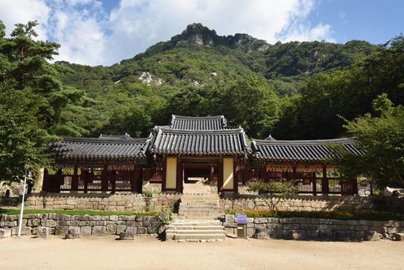 Ngắm kiến trúc độc lạ của các ngôi chùa nổi tiếng ở Hàn Quốc - ảnh 3