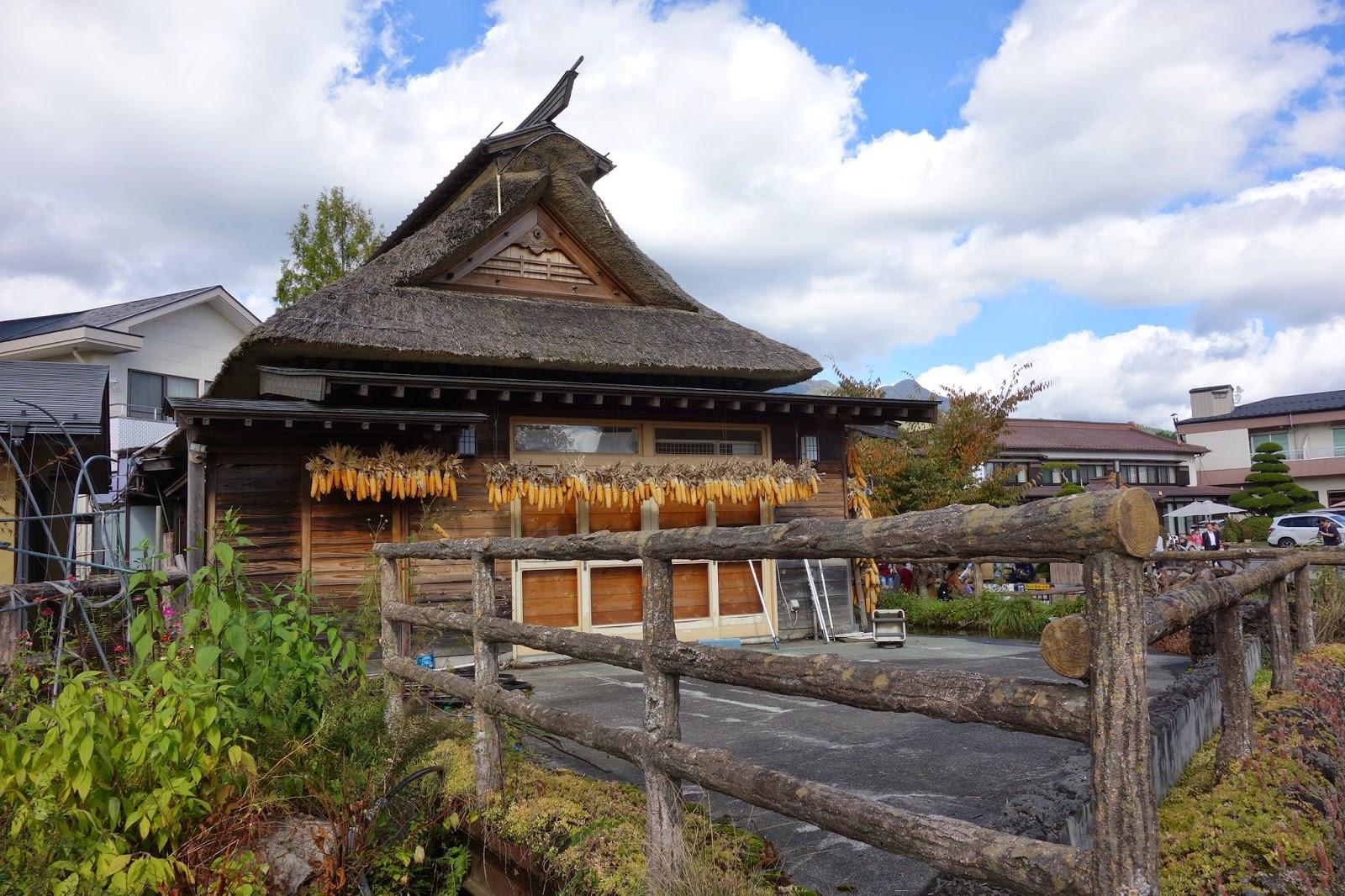Khám phá làng cổ Oshino Hakkai dưới chân núi Phú Sĩ - ảnh 2