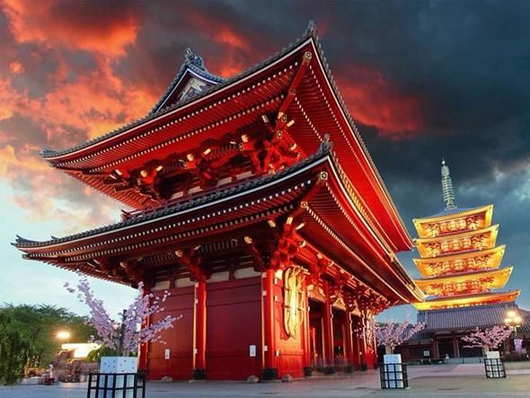 Chùa Senso-ji là ngôi chùa cổ nhất và cũng là điểm tham quan đặc sắc ở Tokyo