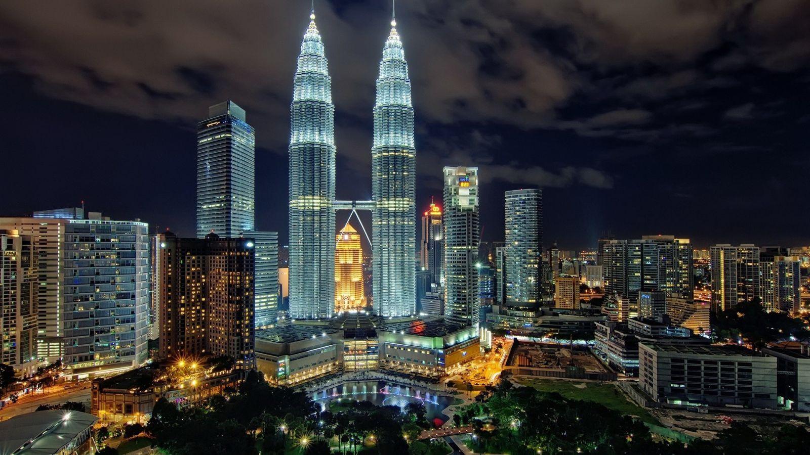 Tour du lịch liên tuyến Singapore Malaysia 6 ngày 5 đêm - Tháp đôi Petronas Twin Tower