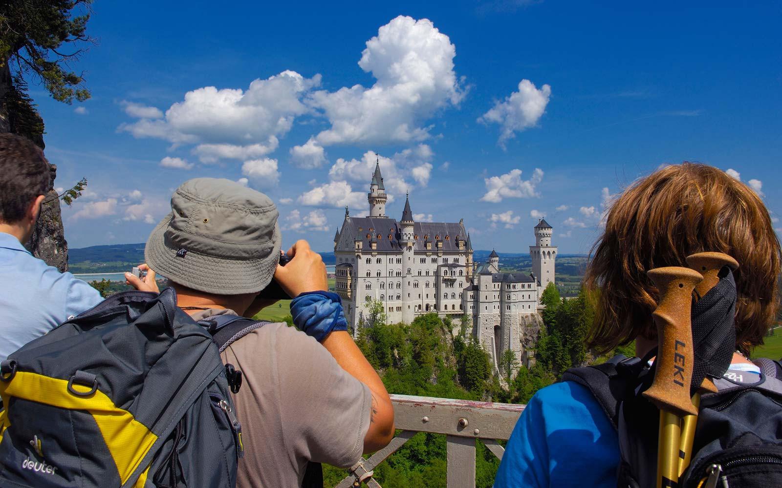 Không thể bỏ qua lâu đài Neuschwanstein trong chuyến du lịch Châu Âu - ảnh 2