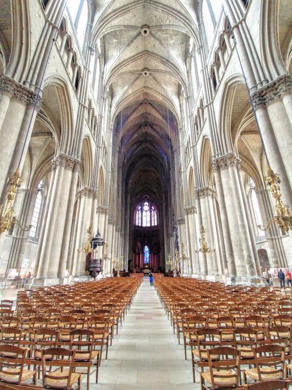 Khám phá nhà thờ Đức Bà Reims đẹp nhất nước Pháp - ảnh 6