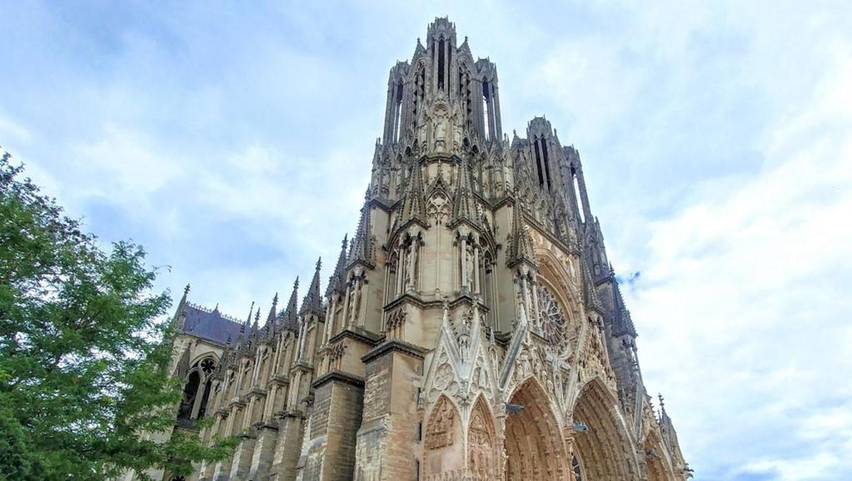 Khám phá nhà thờ Đức Bà Reims đẹp nhất nước Pháp - ảnh 8