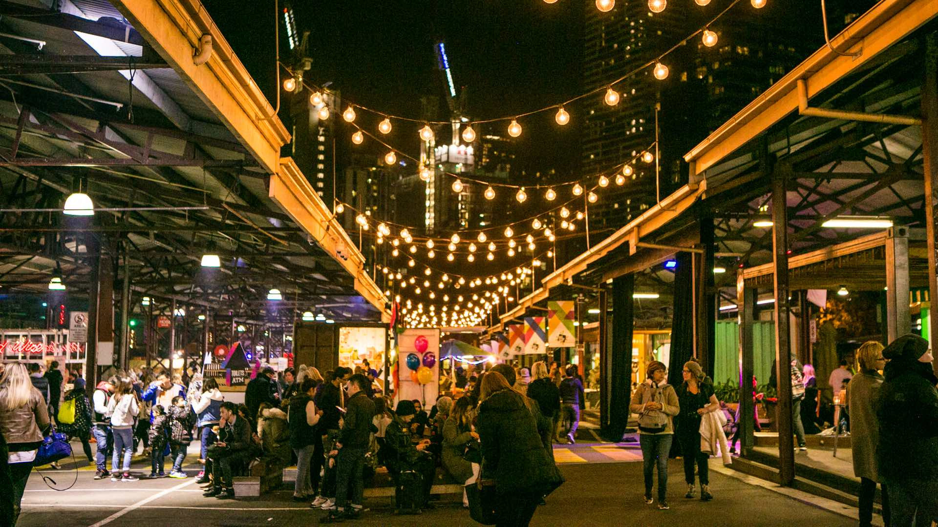 Khám phá khu chợ Nữ hoàng Victoria ngay giữa lòng thành phố Melbourne hiện đại - ảnh 1