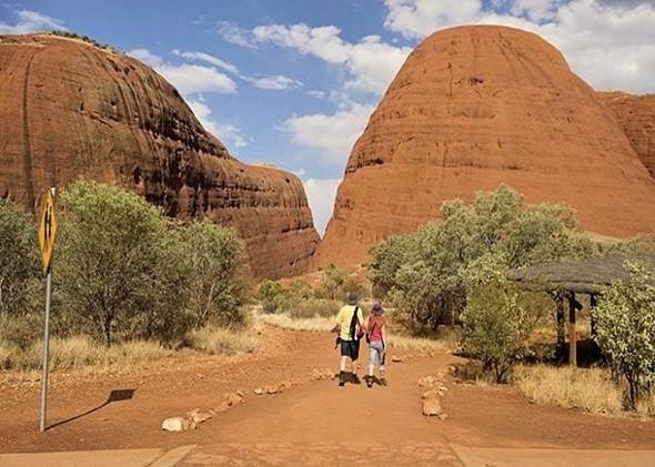 Khám phá núi đá nguyên khối Uluru đổi màu kì diệu - ảnh 2