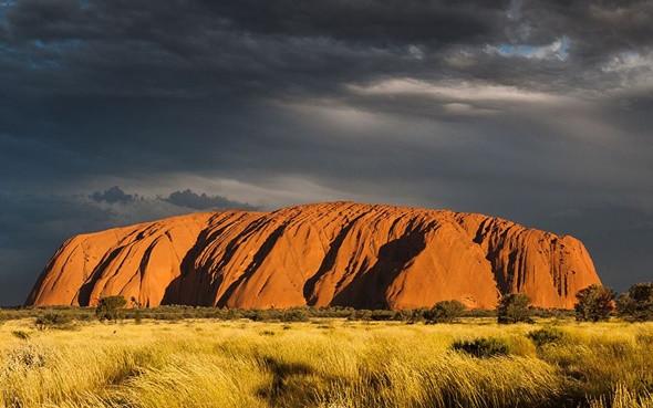 Khám phá núi đá nguyên khối Uluru đổi màu kì diệu - ảnh 3