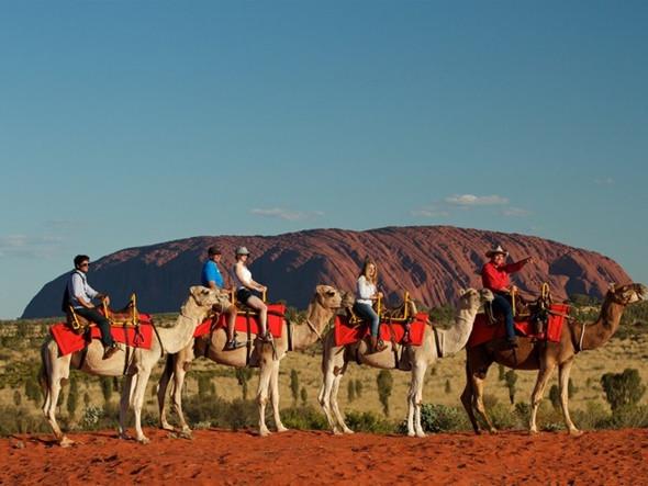 Khám phá núi đá nguyên khối Uluru đổi màu kì diệu - ảnh 4