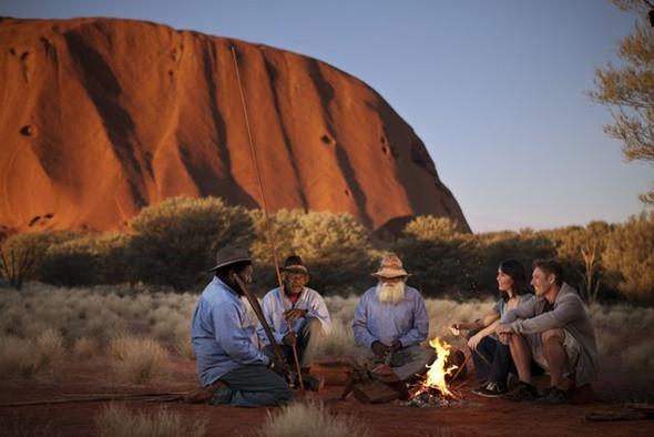 Khám phá núi đá nguyên khối Uluru đổi màu kì diệu - ảnh 5