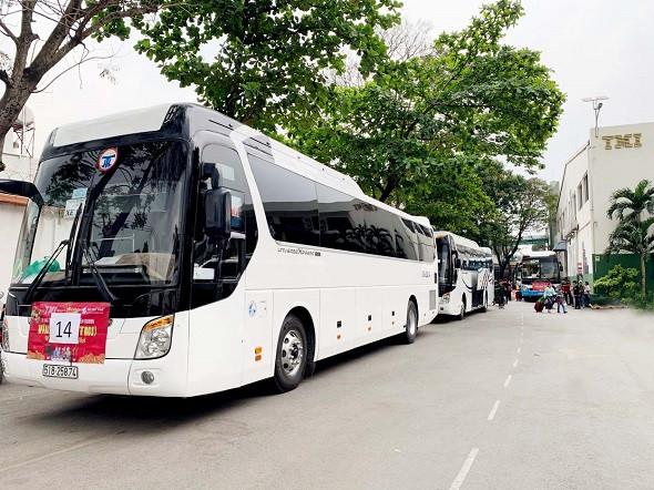 17 xe đời mới của Đất Việt Tour đưa 700 công nhân viên công ty TMI về quê đón Tết