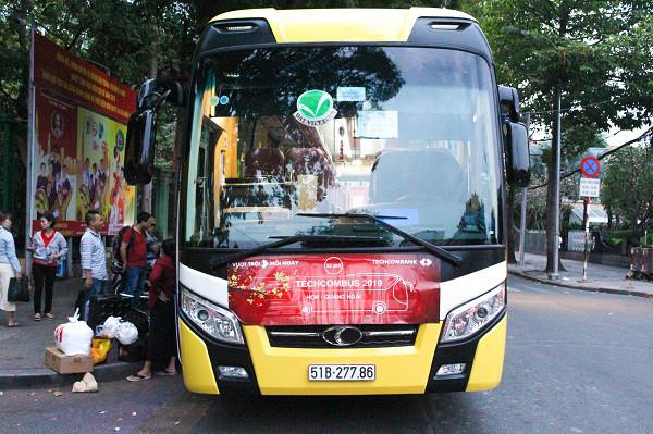 Xe 45 chỗ đời mới của Đất Việt Tour phục vụ CBCNV Ngân hàng Techcombank về quê ăn Tết