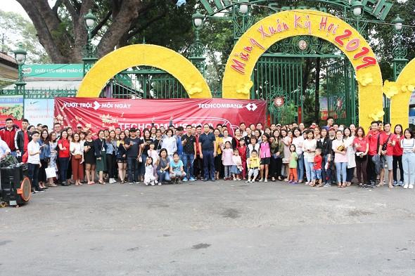 Đất Việt Tour đồng hành cùng CBCNV Ngân hàng Techcombank về quê ăn Tết