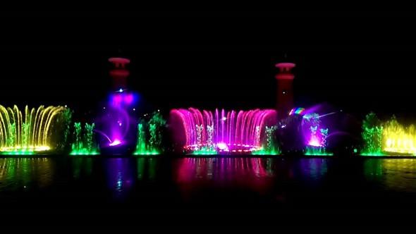 Vinpearl Phú Quốc còn nổi tiếng với không gian tiệc nước sống động và vô cùng hoành tráng