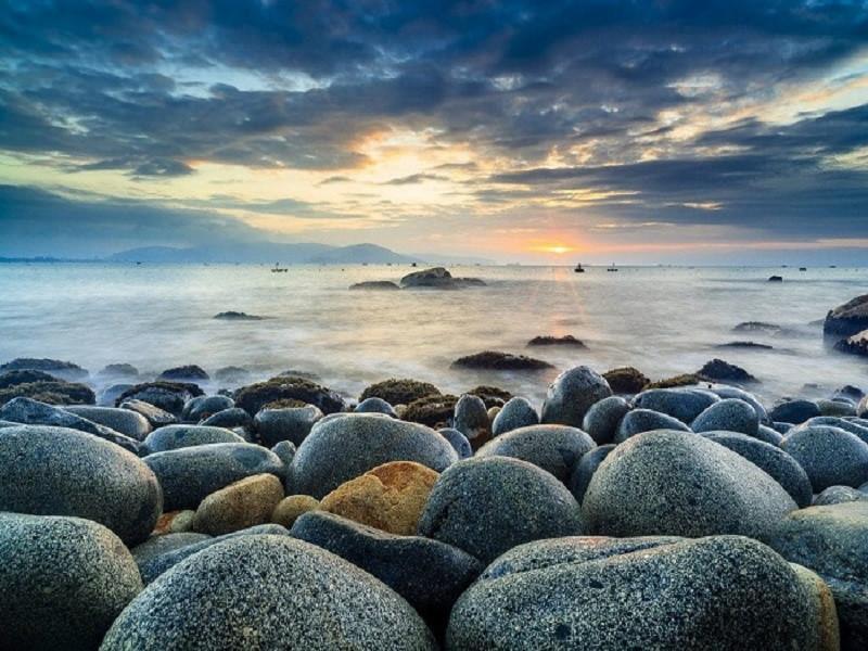 Bình minh và hoàng hôn là hai khoảnh khắc đẹp nhất tại bãi đá trứng Bình Hưng