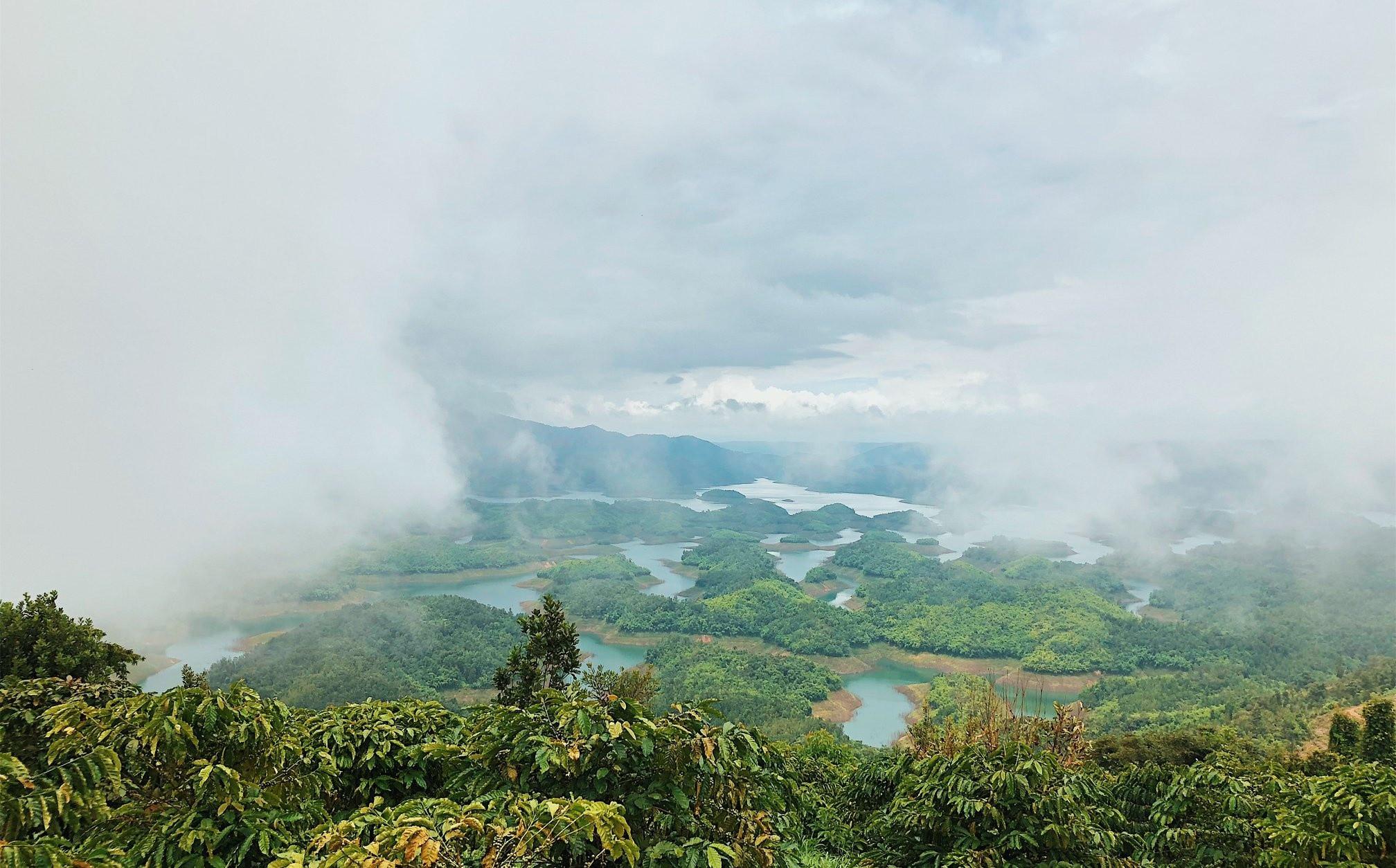 """Check in Hồ Tà Đùng – """"Vịnh Hạ Long"""" ở Tây Nguyên - ảnh 2"""