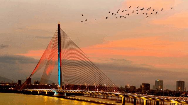 Vẻ đẹp huyền ảo của Đà Nẵng qua những cây cầu - ảnh 3