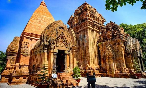 Một số ngọn tháp Chăm bí ẩn hấp dẫn khách du lịch miền Trung - ảnh 4