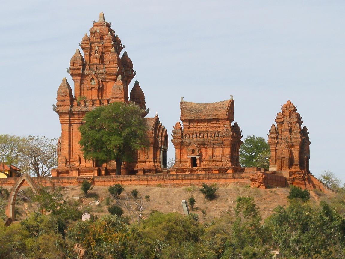 Một số ngọn tháp Chăm bí ẩn hấp dẫn khách du lịch miền Trung - ảnh 5