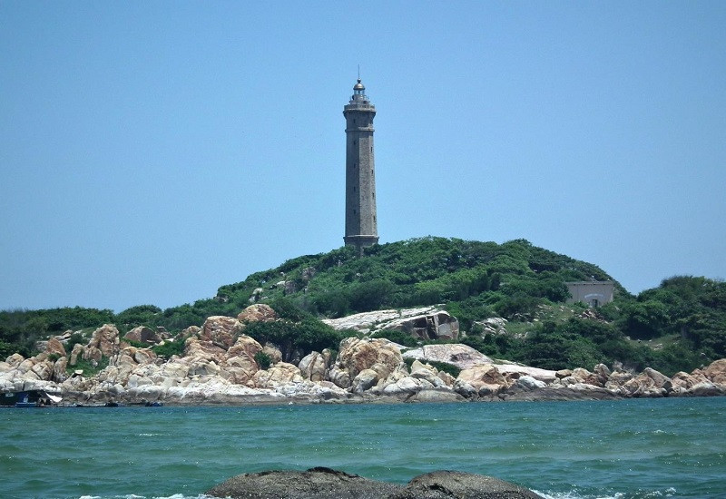 Mũi Kê Gà nằm trên một hòn đảo với làn nước biển trong xanh