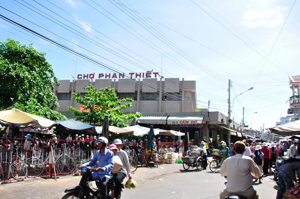 Các khu chợ nổi tiếng tại Phan Thiết -  Ảnh 1