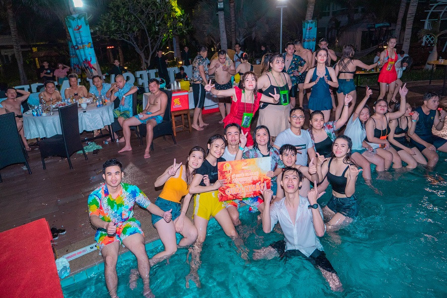 Pool-party-soi-dong