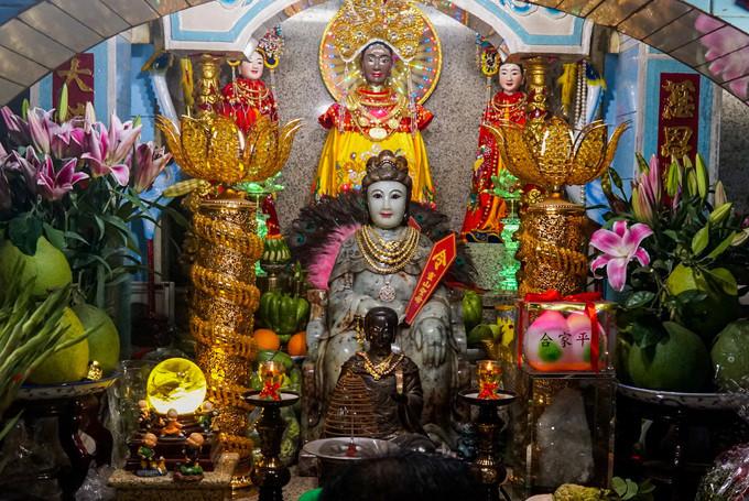 Núi Bà Đen gắn liền với sự tích của bà Lý Thị Thiên Hương