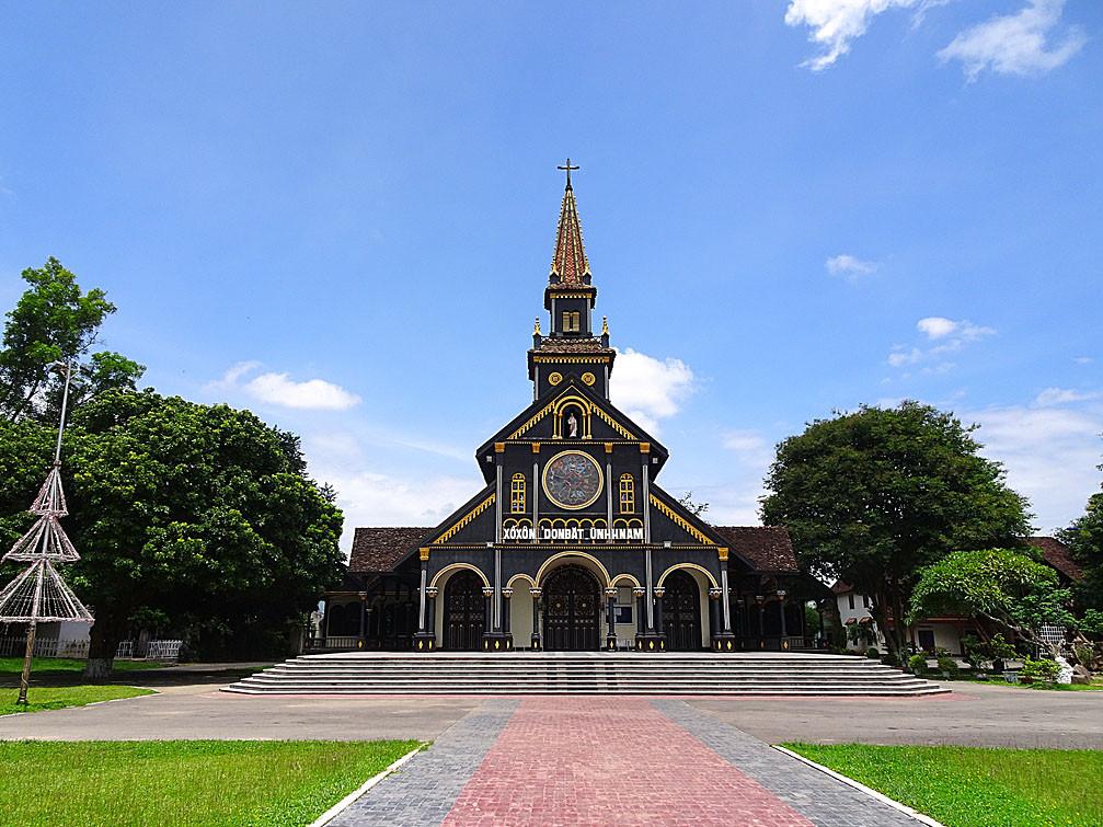 Du lịch Tây Nguyên -  nhà thờ