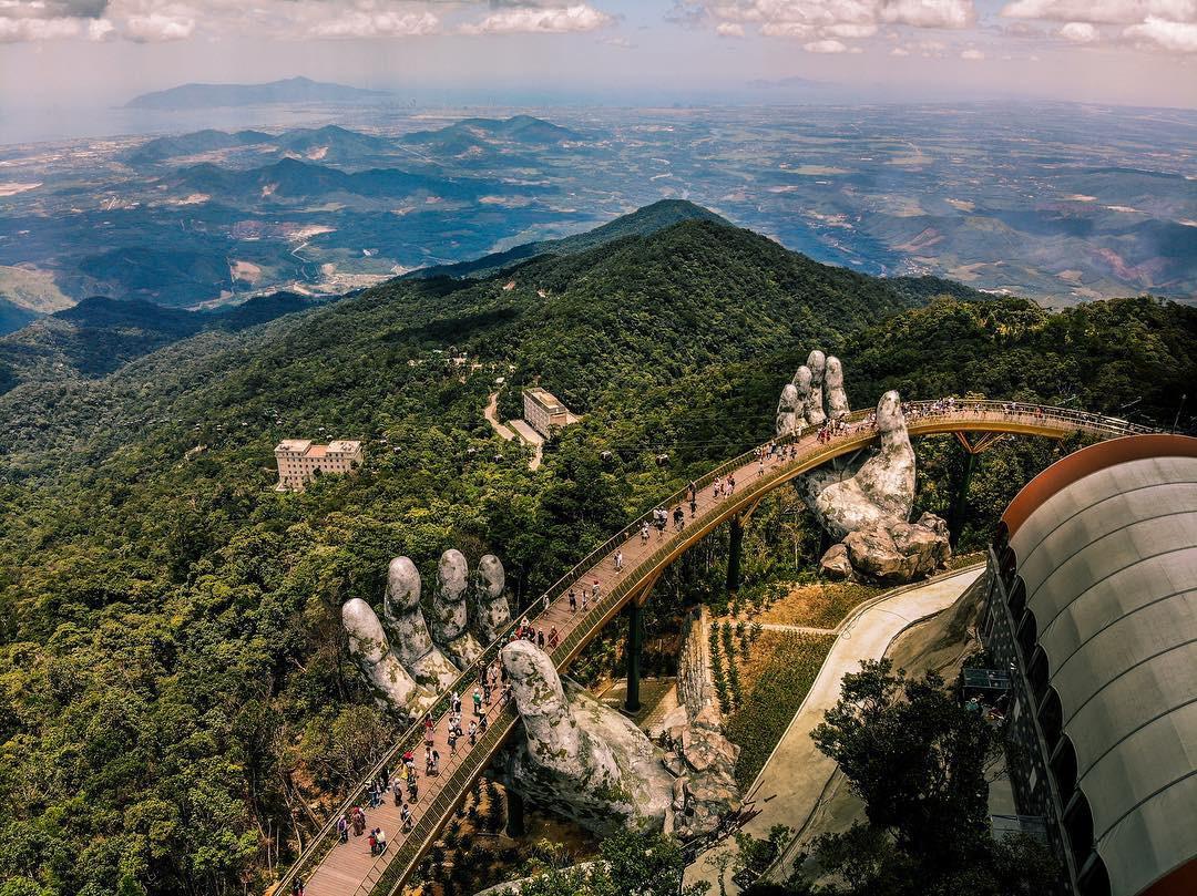 Những điểm du lịch được yêu thích nhất trong dịp nghỉ lễ 30/4 - Cây cầu Vàng, Đà Nẵng