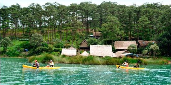 Cheo-thuyen-kayak-ho-Tuyen-Lam