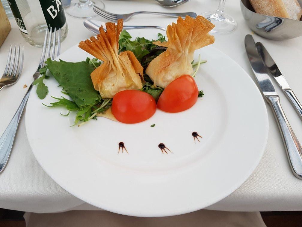 5 nhà hàng lãng mạn nhất ở Paris - nhà hàng Bateau le Calife 2