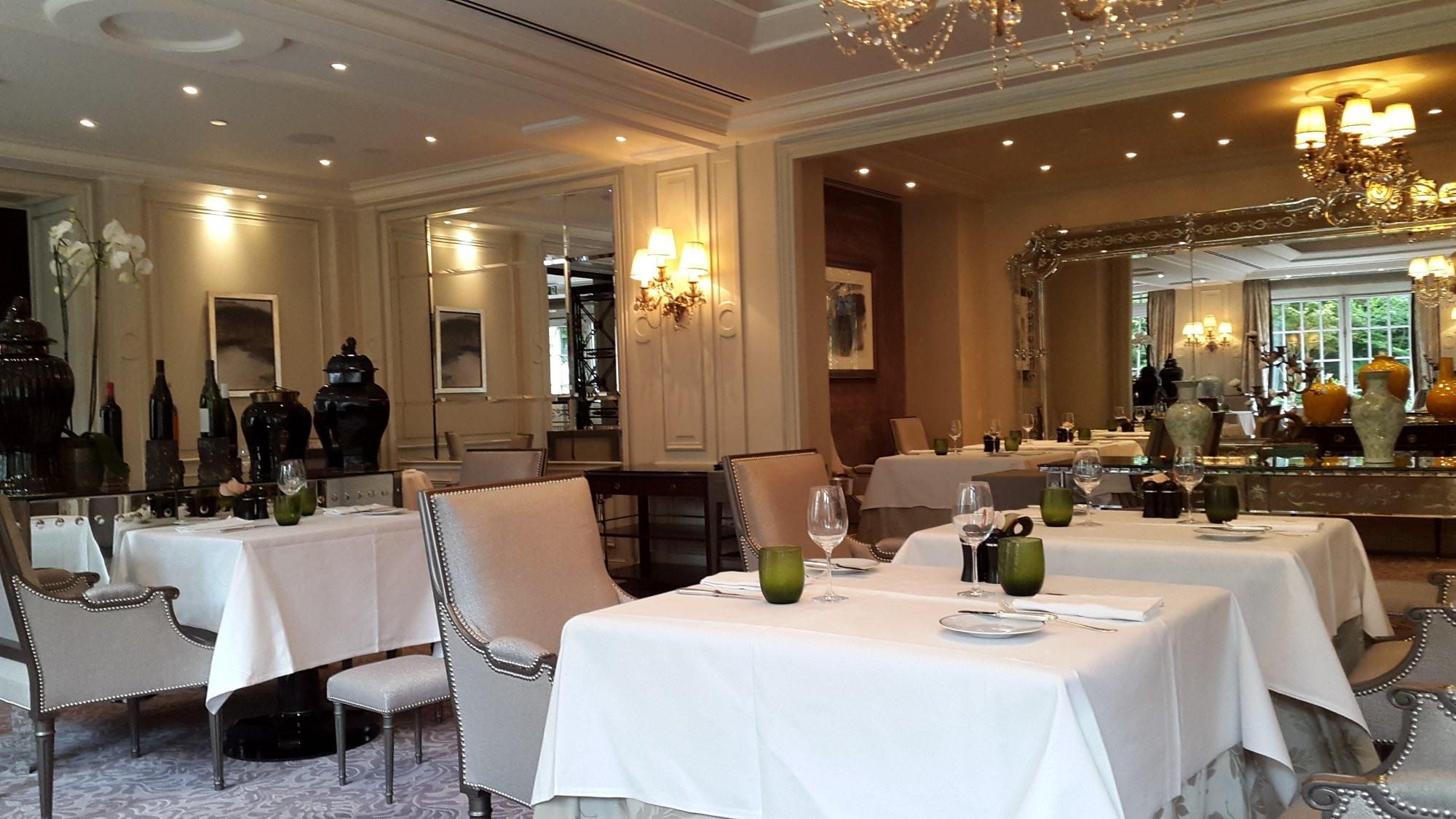 5 nhà hàng lãng mạn nhất ở Paris - nhà hàng L'Abeille 1