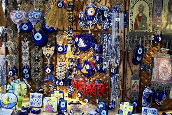 Du lịch Tây Ban Nha nên mua gì làm quà - Đồ thủ công