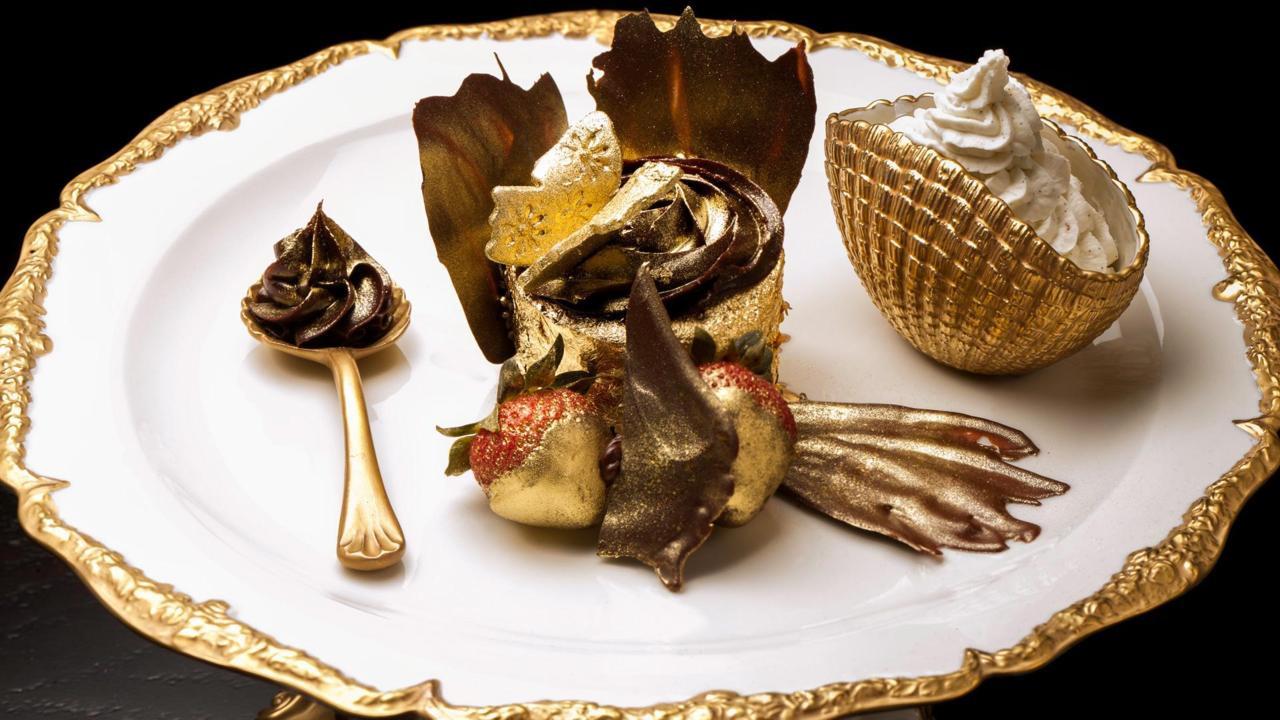 7 món ăn đắt đỏ nhất chỉ có tại Dubai - Bánh cupcake Phượng hoàng