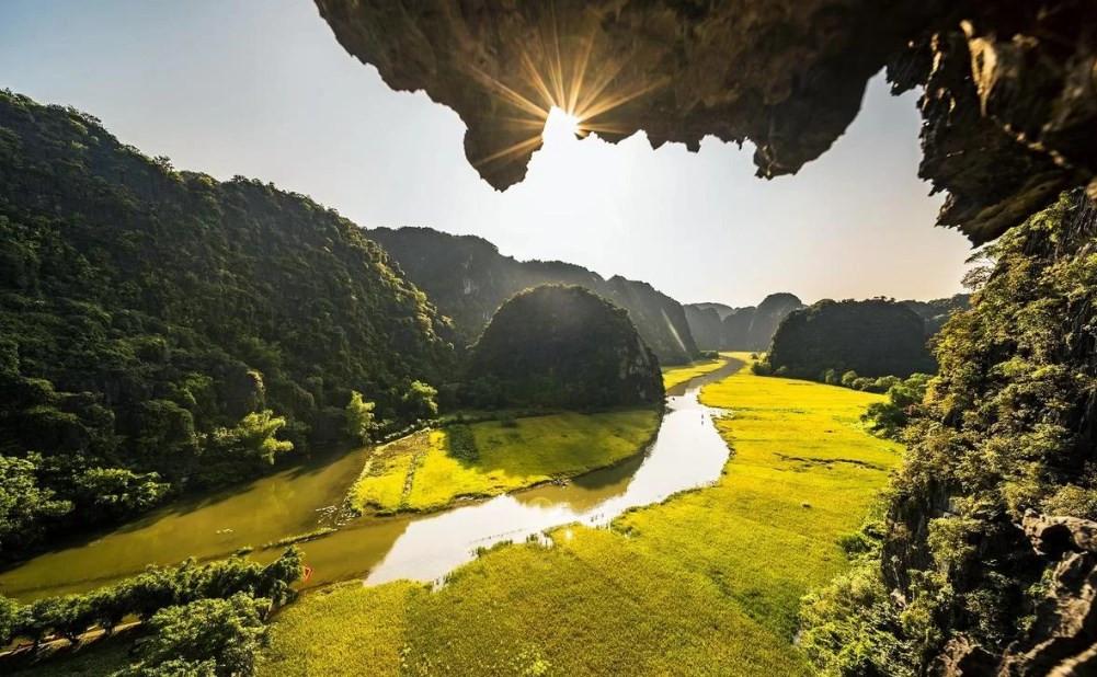 Du lịch Ninh Bình – Tràng An ngắm lúa chín vàng rực bắt mắt - ảnh 1