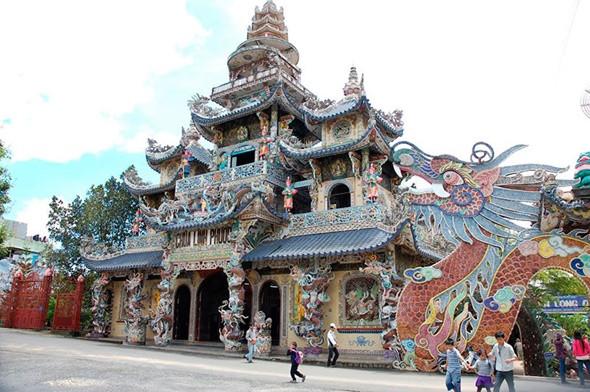 5 Địa Điểm Triệu View Tại Đà Lạt - chùa Ve chai