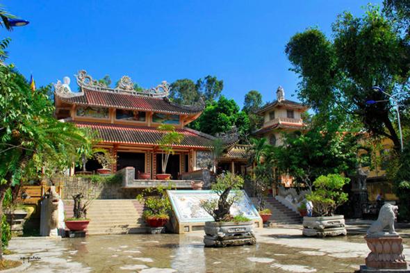 Những Địa Điểm Không Nên Bỏ Qua Khi Du Lịch Nha Trang - Chùa Long Sơn
