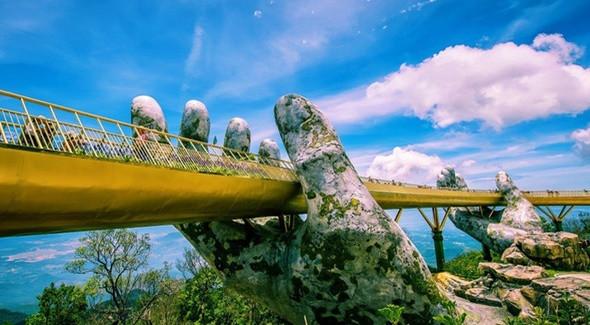 Top 5 Địa Điểm Không Thể Bỏ Qua Khi Du Lịch Đà Nẵng Vào Dịp Tết - Cầu Vàng