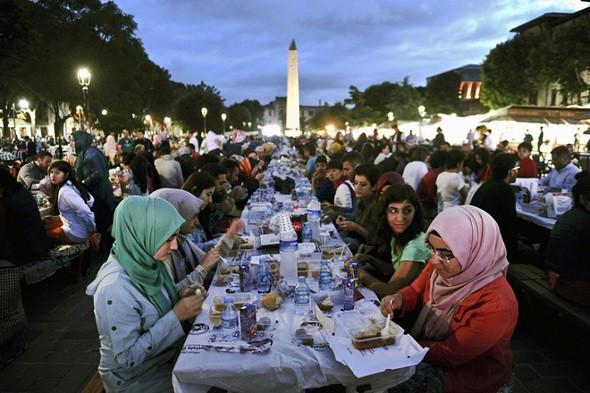 """Tránh """"Kỳ Thị"""" Với 5 Điều Cấm Kỵ Ở Dubai - Ăn uống trong tháng Ramadan"""