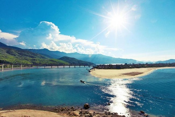 Đắm Say Trước Vẻ Đẹp Mộng Mơ Của Huế - Biển Lăng Cô