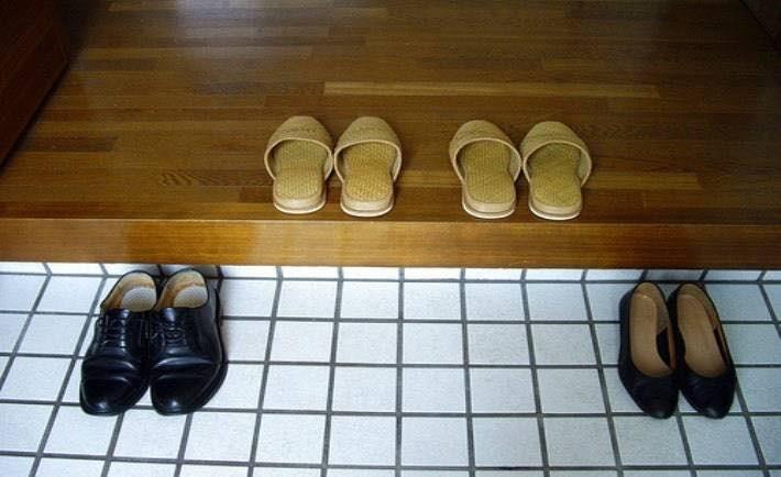 Những điều cấm kỵ khi du lịch Nhật Bản - Bỏ dép bên ngoài