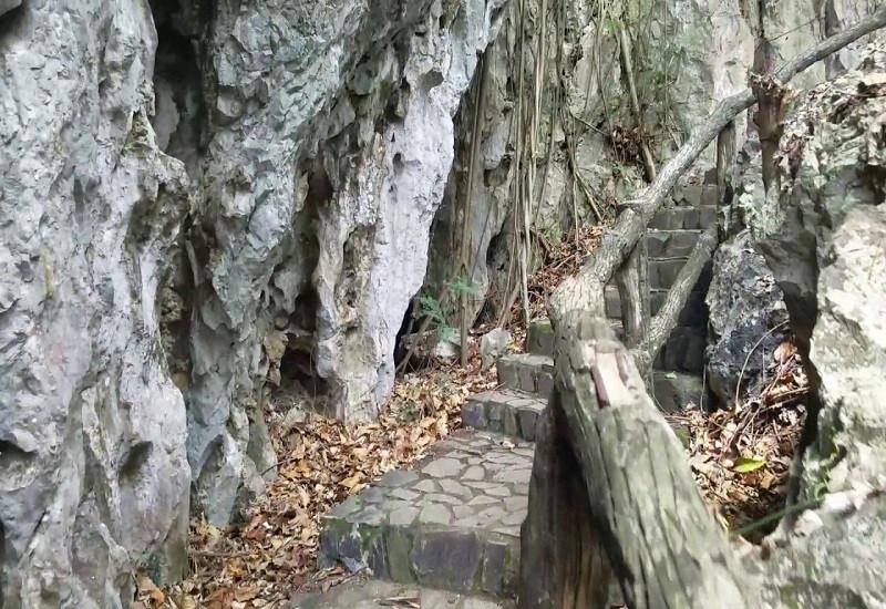 Hà Tiên thập cảnh - Châu Nham lạc lộ (núi Đá Dựng)