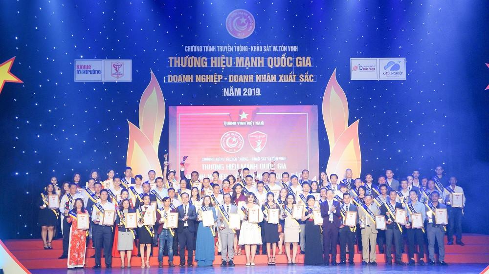 Top 100 thương hiệu mạnh quốc gia được trao cho Đất Việt Tour