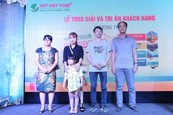 Trao giải chương trình Mua Tour - Trúng Tour trong đêm Y.E.P 2018